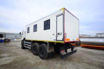 UNIC nadogradnja za prevoz rudara sa 24 sedišta i prostorom za odlaganje alata