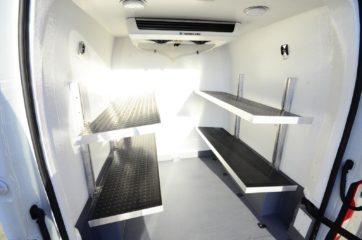 UNIVANS termoizolacija zadnjeg dela tovarnog prostora kombija i ugradnja polica 2