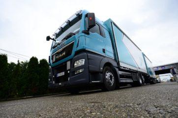UNI CARGO TARPSIDES kamion bruto 26t i Schmitz prikolica 18t bruto mase 6