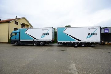 UNI CARGO TARPSIDES kamion bruto 26t i Schmitz prikolica 18t bruto mase 8