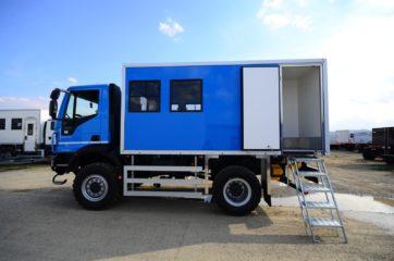 UNIC nadogradnja za prevoz rudara sa 10 sedišta i prostorom za odlaganje alata 2