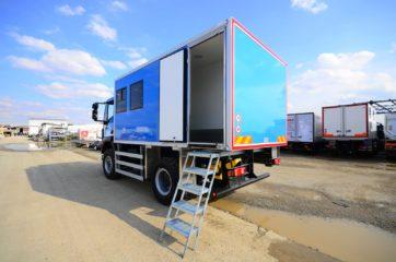 UNIC nadogradnja za prevoz rudara sa 10 sedišta i prostorom za odlaganje alata 3