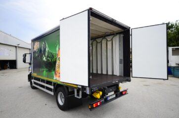 UNI CARGO OPEN BOX sa zadnjim dvokrilnim vratima, prevoz pica - transport Niksickog piva