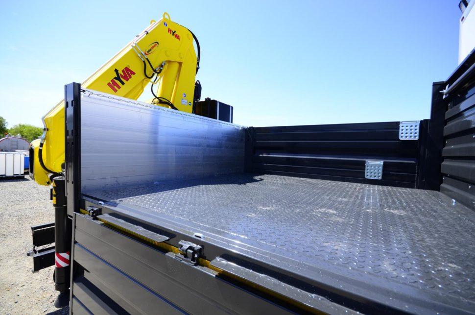Nadogradnja za prevoz rudara sa tovarnim sandukom i Hyva dizalicom 10