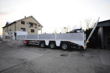 UNIT poluprikolica (navoz) UniMachine ST 3A sa hidrauličnom rampom i BDF ključevima za transport kontejnera 4