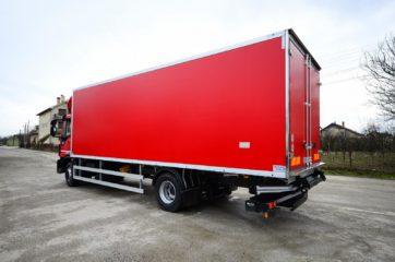 UNIC nadogradnja sa BAR cargolift rampom za prevoz životnih namirnica