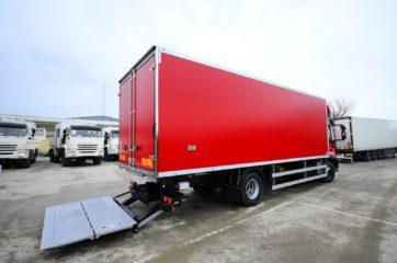 UNIC nadogradnja sa BAR cargolift rampom za prevoz životnih namirnica 2