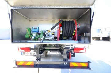 UNI CARGO cisterna V-5000l za prevoz naftnih derivata sa digitalnom mernom opremom SAMPI 4