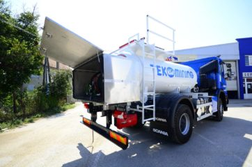 UNI CARGO cisterna V-5000l za prevoz naftnih derivata sa digitalnom mernom opremom SAMPI 3