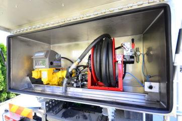UNI CARGO cisterna V-15000l za prevoz naftnih derivata sa mehaničkom mernom opremom SAMPI 4